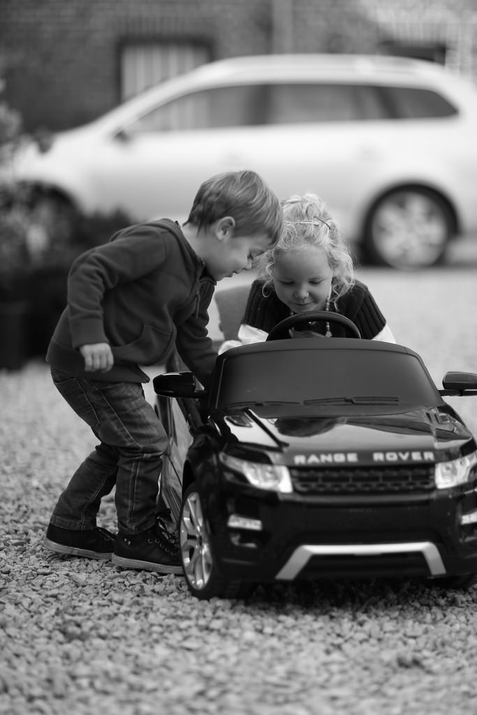 kiddies-and-car